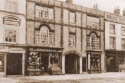 The former Greyhound Inn in Thame in 1908