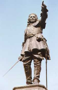 The Hampden statue in Aylesbury Market Place