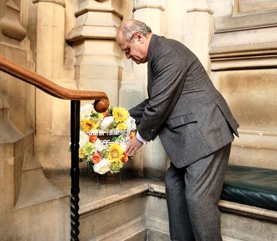Miles Hobart-Hampden laying a wreath in the Palace of Westminster